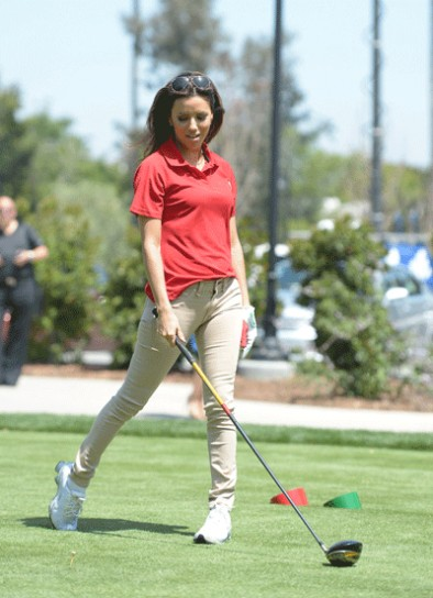 eva-longoria-golf-swing-2